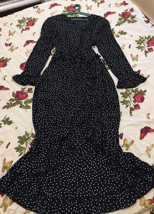Новое шикарное актуальное платье в мелкий горох на запах батал