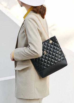 Стеганая женская сумка на цепочке