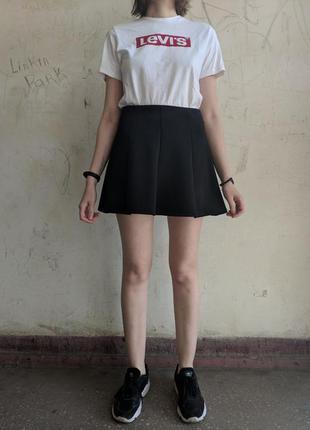 Короткая базовая юбка чёрного цвета stradivarius, юбка колокольчик, юбка солнце клёш, школьная юбка