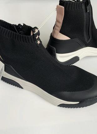 Модные кроссовки zara