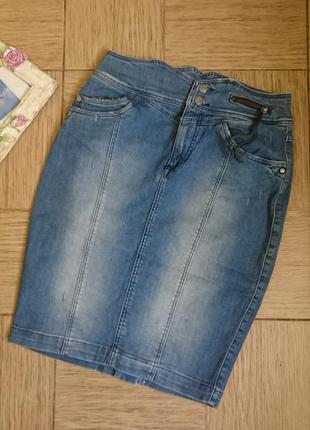 Стильная джинсовая юбка карандаш р.m