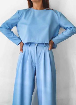 Голубой костюм с брюками