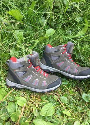 Трекінгові кросовки ботинки