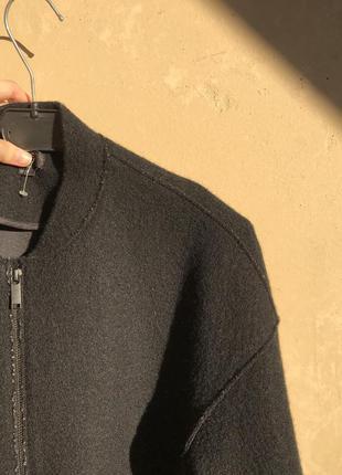 Пальто из натуральной шерсти от бренда cos