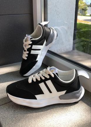 Кросівки чорні з білим