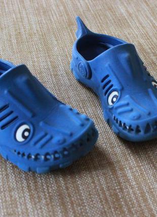 Стильні крокси акули next