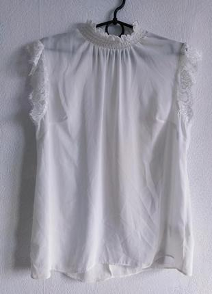Нежная шифоновая блуза с кружевом