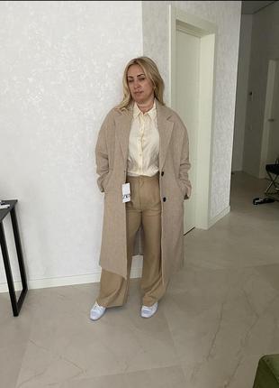 Бежевое пальто zara