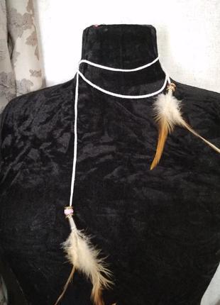 Тонкий ремешок завязка с перьями