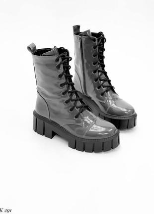 Ботинки натуральный лак серый деми высокие трендовые боты сапоги