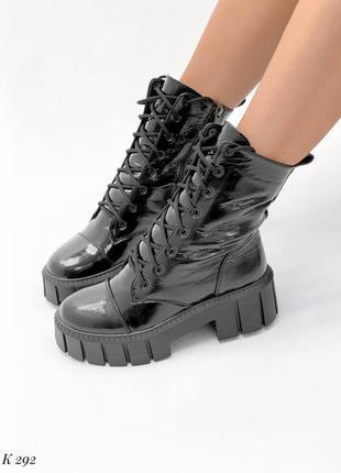Ботинки натуральный лак черный деми высокие на высокой подошве трендовые