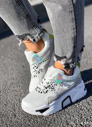Кроссовки белые женские с голограффией