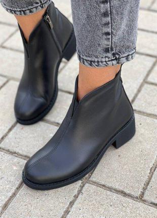 Женские демисезонные черные кожаные ботинки на молнии, на маленьком каблуку, нат кожа