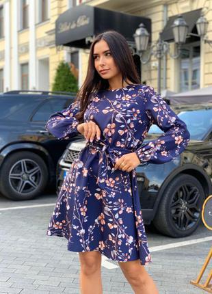 Красивое платье, с карманами.