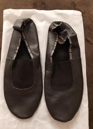 Чешки кожаные, черные