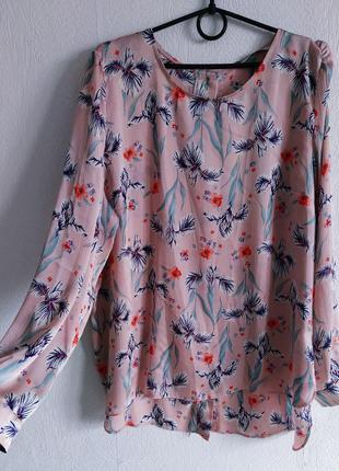 Стильная сатиновая блуза в цветочный принт