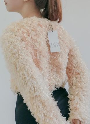 Пушистий укорочений свитер от zara