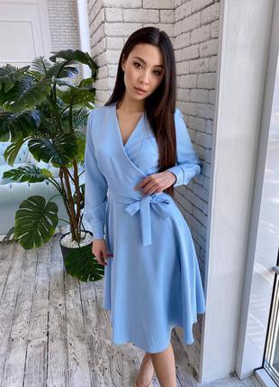 Голубое платье миди на запах