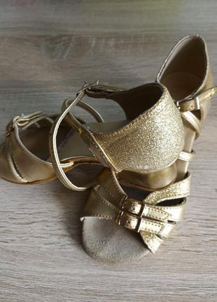 Туфлі бальні
