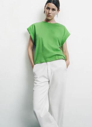 Стильна футболка в трендовому кольорі