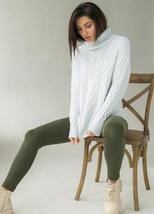 Мягкий красивый свитер с горлом