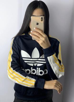 Женский свитшот adidas rita ora на заклепках адидас с лампасами кофта толстовка