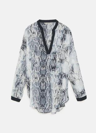 Блуза в змеиный принт zara