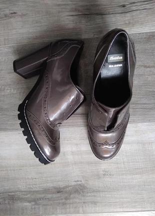 Лаковані туфл із натуральної шкіри
