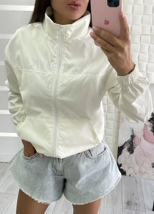 Стильная легкая куртка ветровка
