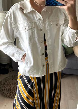 Объёмная джинсовая куртка, джинсовка с потертостями bershka