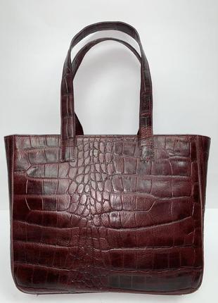 Италия! кожаная фирменная обьемная сумочка на/ в руку.