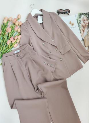 Двобортний брючний оверсайз костюм кольору моко із брюками прямого крою розмір s-m