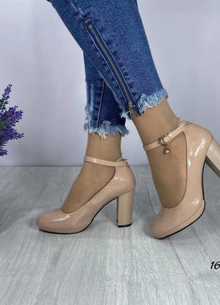 Туфли беж с ремешком