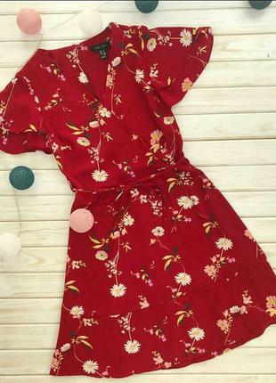 Платье на запах в цветочный принт ромашки с оборками рюши