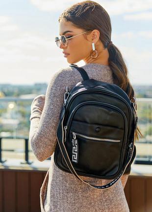 Чорний місткий рюкзак з еко шкіри