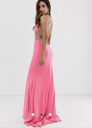 Платье макси со шлейфом , отделкой камнями и открытой спиной