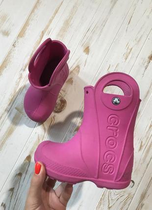 Розовые резиновые сапожки crocs