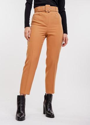 Новые классические брюки карамельного цвета с ремнем