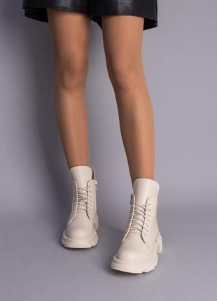 Кожаные ботинки женские молочного цвета демисезонные
