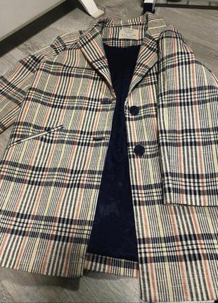 Очень крутой пиджак в полоску .{состояние нового}