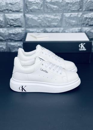 Кожаные осенние белые кроссовки. много обуви!!!