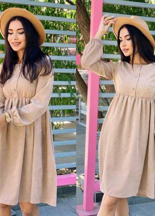 Вельветовое платье с длинным рукавом