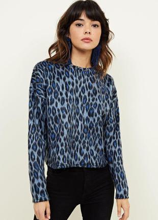 Стильный свитер интересной расцветки