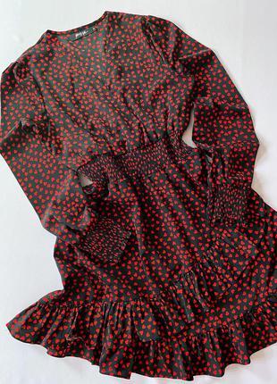 Платье в сердечки с рюшами/воланами nasty gal