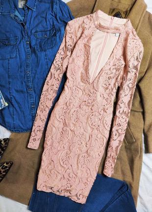 In the style платье розовое персиковое с вызером чокер по фигуре с рукавом гипюр кружево