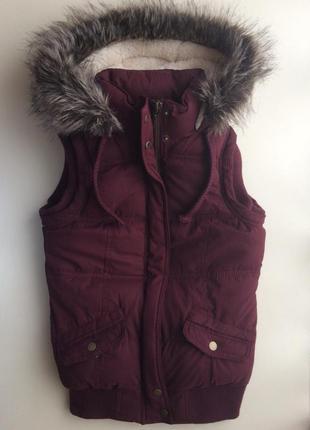 Теплая жилетка на меху с капюшоном от new look, размер 40/6