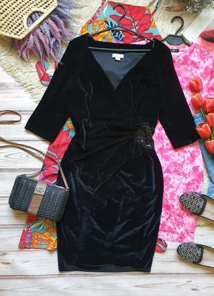 Бархатное велюровое приталеное платье с декором