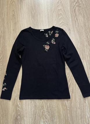 Лонгслив, водолазка, джемпер, чёрная с вышивкой, на размер xs,s, со стрейчем, ткань плотная и хорошо тянется, коттон, очень приятное к телу.