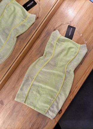 Салатовое мини платье под змеиный принт на силиконовых брителях