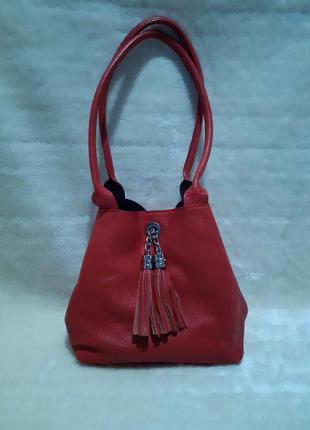 Красная красивая кожаная сумка с ключником длинные ручки меньше среднего размера genuine leather